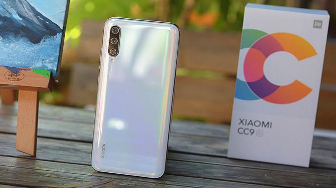 Xiaomi Mi CC9e 64GB được coi như một phiên bản rút gọn của đàn anh Mi CC9