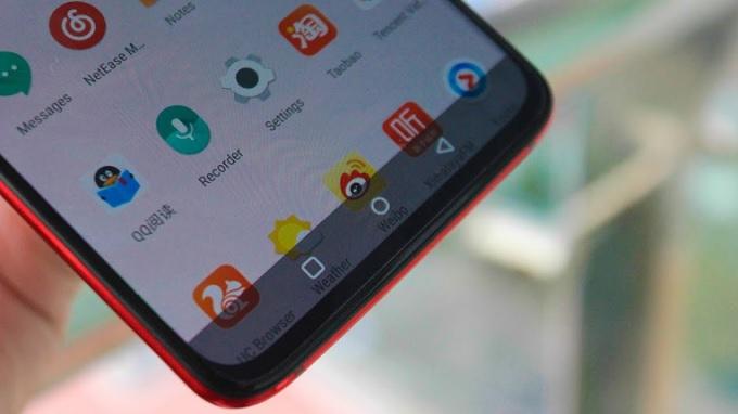 Màn hình OnePlus 7 Pro đỏ ăn nhập với mặt lưng