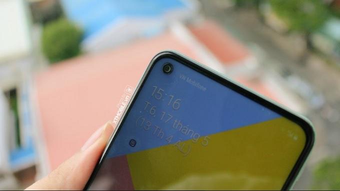 Cụm camera selfie trong màn hình Galaxy A60
