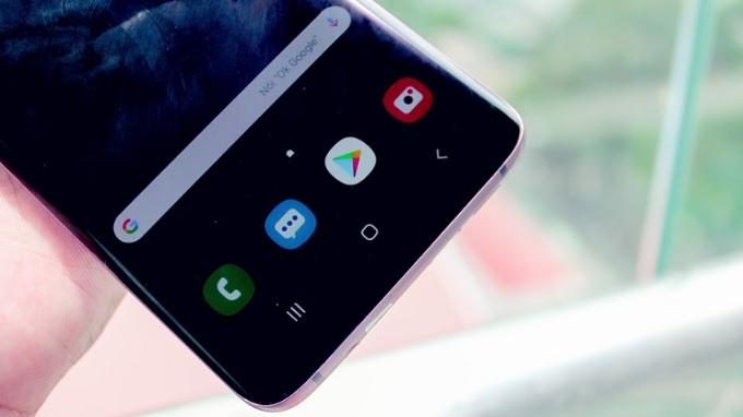 Cạnh viền dưới của Galaxy S9 Plus đã rất mỏng