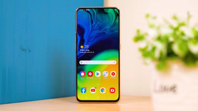 Mua Galaxy A80 bạn sẽ được trải nghiệm màn hình lớn không khiếm khuyết