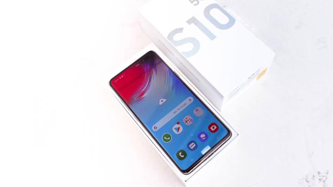 Samsung Galaxy S10 5G 512GB cũ đồng hành cùng bộ vi xử lý cao cấp là  Exynos 9820