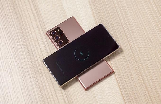 Galaxy Note 20 Ultra được ưu ái trang bị màn hình 6,9 inch, độ phân giải 2K+