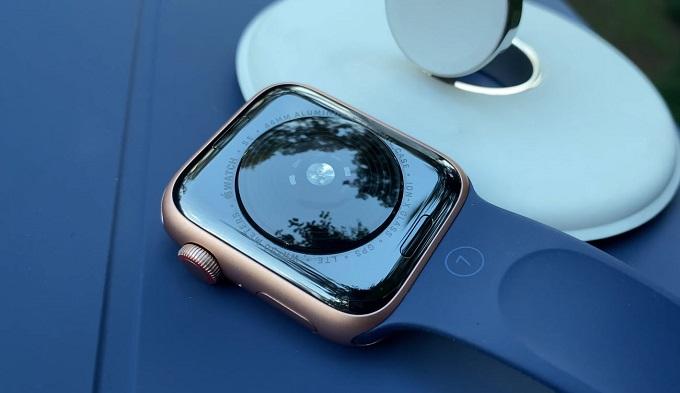 Apple Watch SE 44mm (GPS) tích hợp nhiều tính năng hiện đại