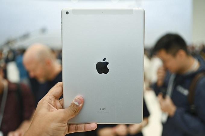 iPad Gen 8 32GB 4G được trang bị cụm camera đơn ở mặt sau 8MP với khẩu độ f/2.4