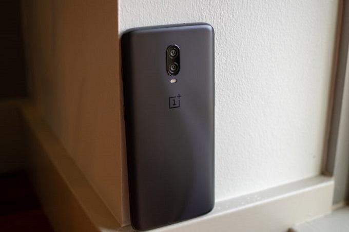 OnePlus 6T được cung cấp sức mạnh từ chip Snapdragon 845 cùng với đó là 6GB RAM và bộ nhớ trong 128GB