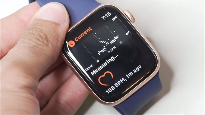 Apple Watch SE 44mm (GPS) lại được trang bị màn hình Retina mang đến độ sáng cao