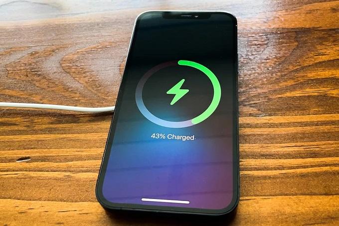 dung lượng pin trên iPhone 12 Pro Max 512GB VN/A cũng được nâng cấp.