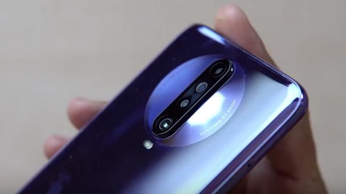 Camera Redmi K30 5G 128GB mang nhiều nét nổi bật với 4 ống kính được thiết kế gọn gàng trong hình tròn độc đáo