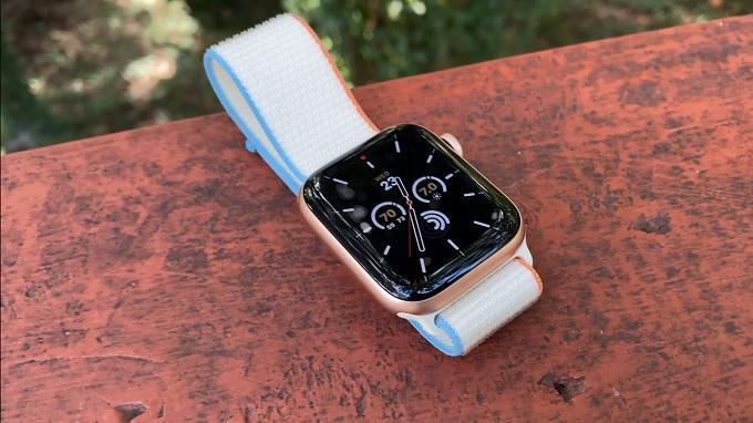 Apple Watch SE 44mm (GPS) còn là công cụ hữu ích giúp theo dõi sức khỏe người dùng