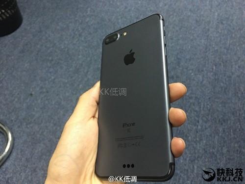Lộ ảnh iPhone 7 Plus màu đen nam tính
