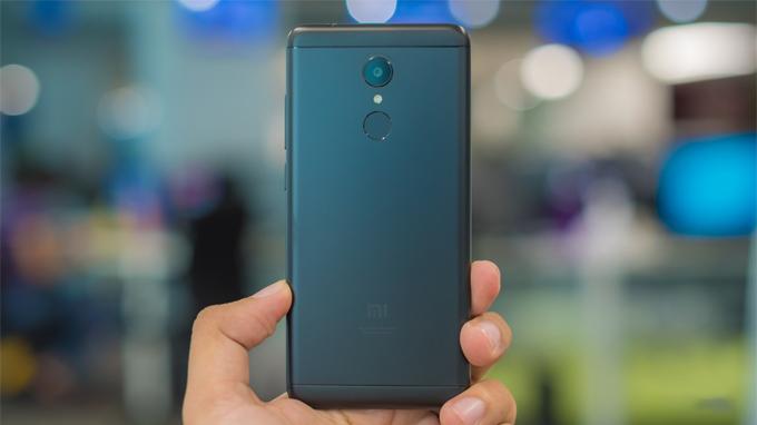 Xiaomi-Redmi-5-chinh-hang-so-huu-khung-kim-loai-chac-chan-xtmobile