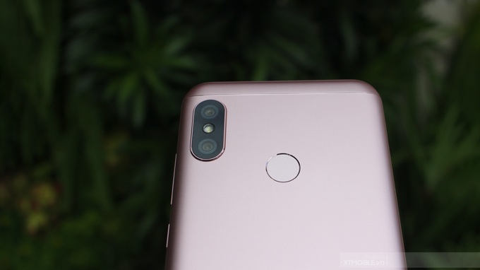 xiaomi-redmi-6-pro-duoc-trang-bi-camera-kep-do-phan-giai-12MP5MP-xtmobile