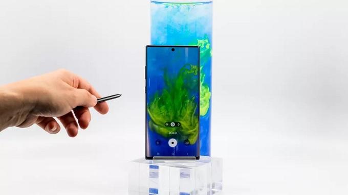 Samsung đã được bổ sung kết nối Bluetooth để sử dụng điều khiển từ xa
