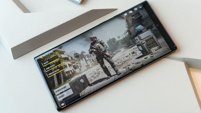 Galaxy Note 10 có bộ nhớ tối đa lên đến 256GB cùng bộ nhớ RAM 8GB