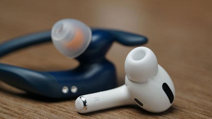 Airpods Pro và Powerbeats Pro đều có thiết kế in ear