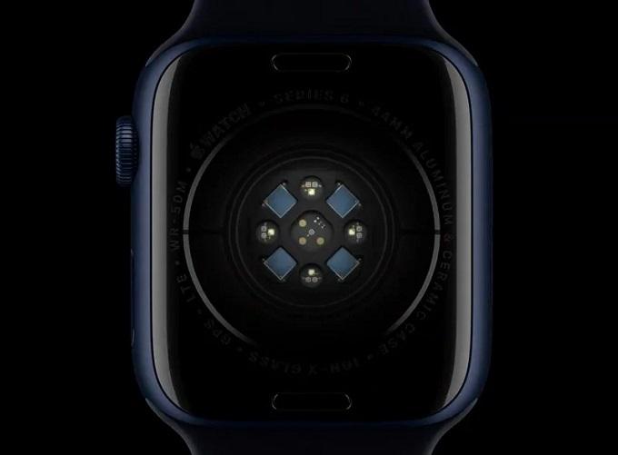 Cách cảm biến đô nồng độ oxi trong máu của Apple Watch Series 6 hoạt động