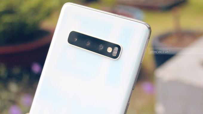 Samsung S10 Plus được thiết lập 3 camera nằm ngang ở mặt sau