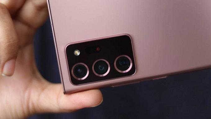 Cụm camera tạo ra các vòng tròn đồng tâm bắt mắt