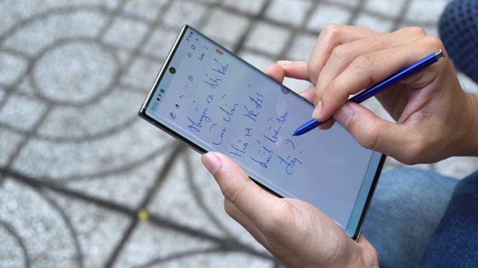 bút S-Pen trên Galaxy Note 10 còn có khả năng chuyển đổi chữ viết tay thành văn kỹ thuật số