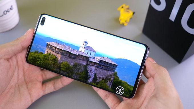 Galaxy S10 Plus 512GB có độ sáng màn hình rất cao, độ tương phản tốt