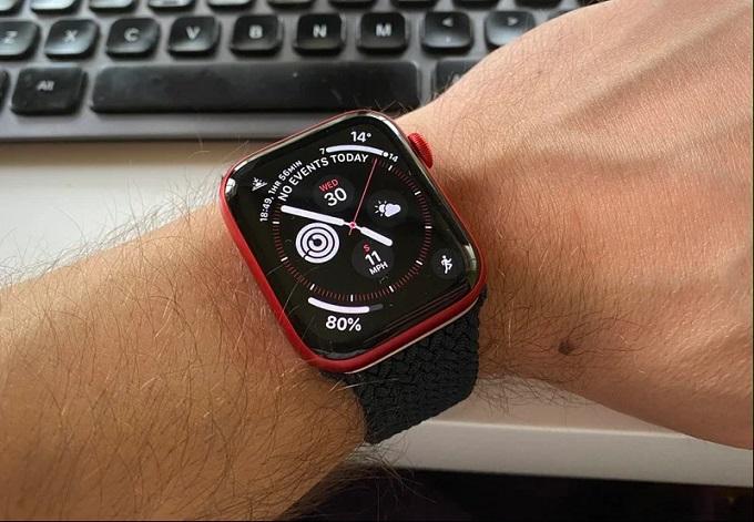 Đảm bảo rằng bạn đeo Apple Watch Series 6 vừa đủ, không quá lỏng cũng không quá chật