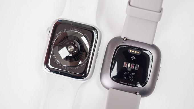 Mỗi smartwatch có trang bị cảm biến cao cấp riêng