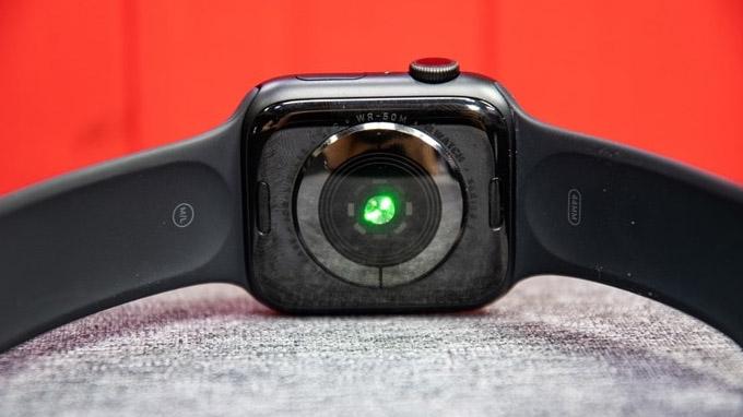Apple Watch series 5 44mm GPS cũ còn là thiết bị theo dõi sức khỏe tiện lợi