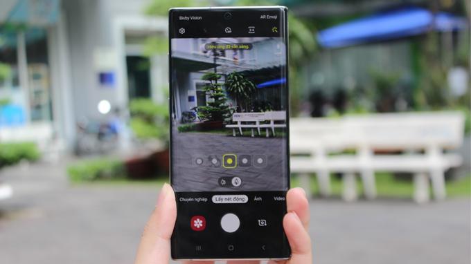 Galaxy Note 10 Plus 5G 256GB cũ vẫn còn những tính năng mới khác như chế độ AR cho phép vẽ lên các video gọi là AR Doodle