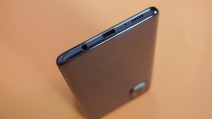 Galaxy A71 mang đầy đủ giắc cắm tai nghe