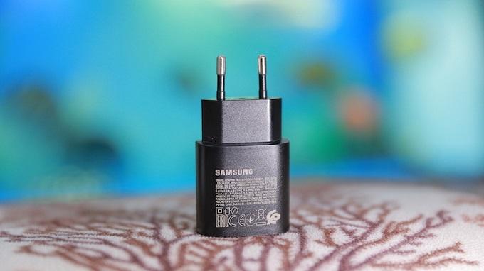 Củ sạc nhanh 25W Samsung Type C có tốc độ sạc pin khá ấn tượng.