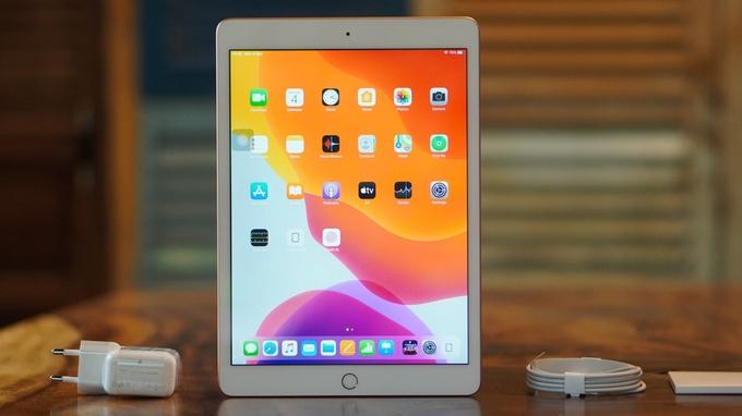 iPad thế hệ 7 cũng cải tiến về mặt kích thước khi nâng từ 9.7 inch lên tới 10.2 inch.