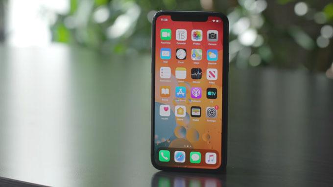 iPhone 11 Pro 64GB sở hữu màn hình 5.8 inch trên tấm nền OLED