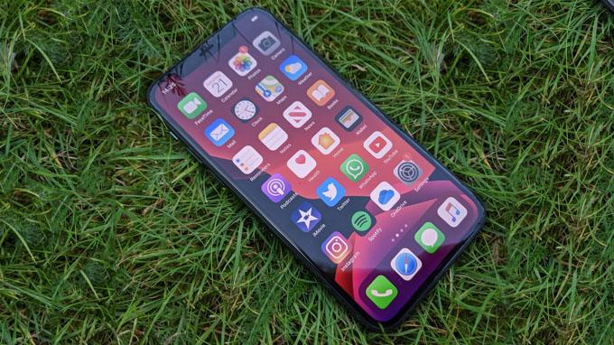 iPhone 11 Pro Max 256GB cũ là model sở hữu màn hình lớn nhất hiện nay trên các dòng iPhone