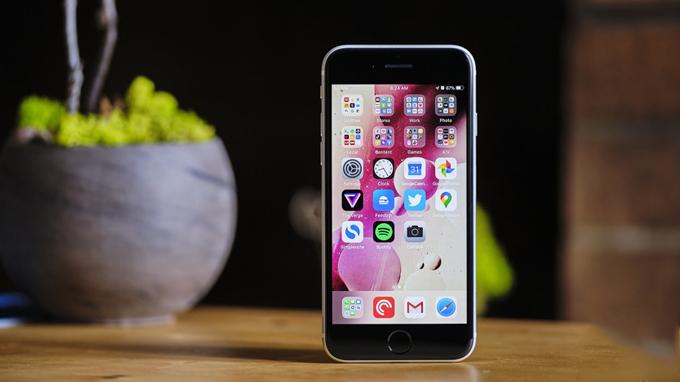 So sánh màn hình iPhone 12 mini và iPhone SE (2020)