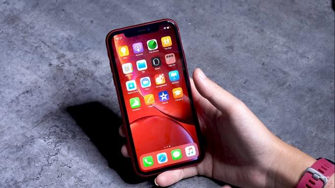 Nên mua iPhone 8 Plus hay thêm 2 triệu lấy iPhone Xr xài sướng hơn?