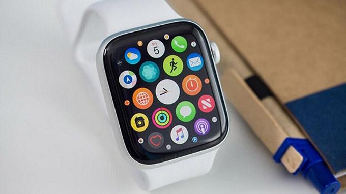 Apple Watch series 5 44mm GPS cũ vẫn sử dụng ngôn ngữ thiết kế quen thuộc