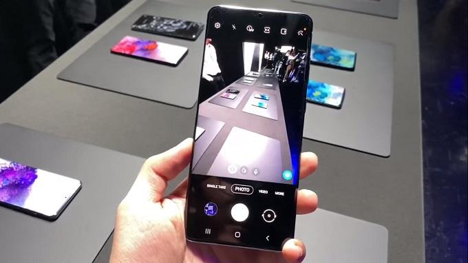 Galaxy S20 Plus 5G 256GB được trang bị cụm camera với thông số ấn tượng