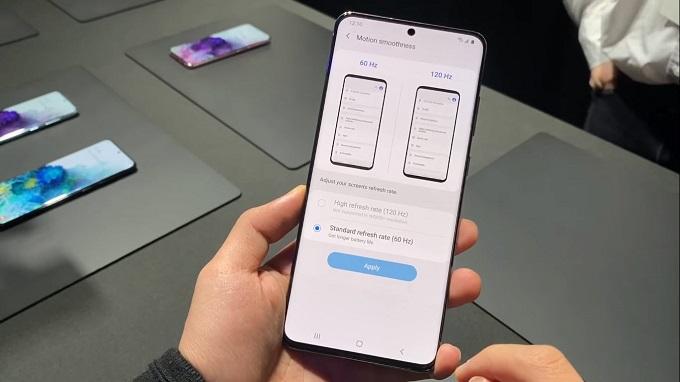 Samsung Galaxy S20 Ultra có kích thước 167 x 76 x 8.8 mm, dùng màn hình AMOLED 2K có kích thước lên đến 6.9 inch