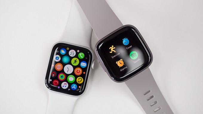 Cả 2 mẫu smartwatch đều chăm sóc và theo dõi sức khỏe bạn