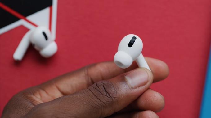AirPods Pro có thiết kế in-ear cách âm tốt