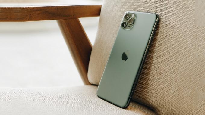 Khung viền iPhone 11 Pro Max bo cong