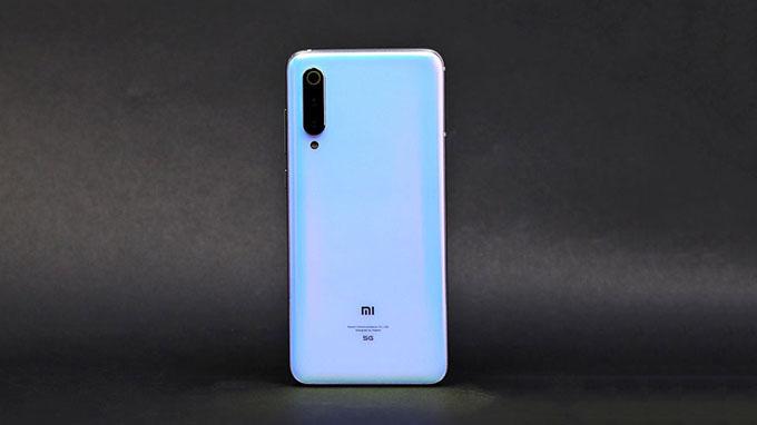 hiết kế Xiaomi Mi 9 Pro 5G không có nhiều khác biệt so với điện thoại Xiaomi Mi 9
