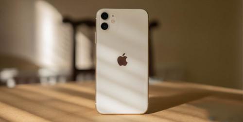iPhone 11 đã cạnh tranh với các flagship khác bằng cách nào?