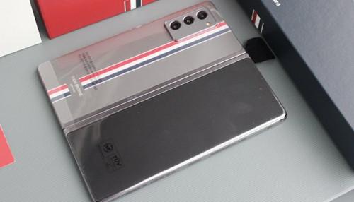 Trên tay Galaxy Z Fold 2 Thom Browne: Phiên bản đặc biệt giá 120 triệu tại XTmobile