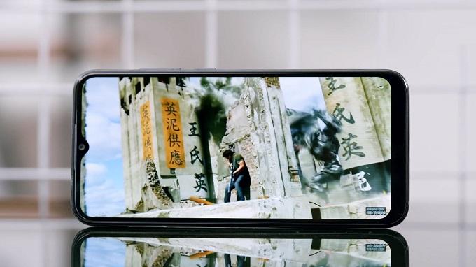 Nàn hình Vsmart Joy 3 64GB có kích thước lớn đem lại trải nghiệm tuyệt vời
