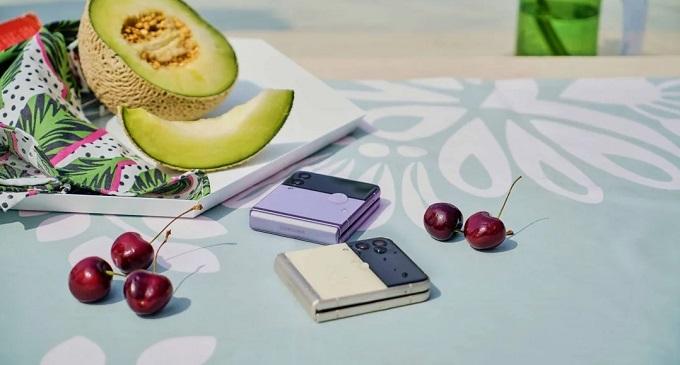 Galaxy Z Fold3 5G, máy cũng có khả năng kháng nước đạt chuẩn IPX8