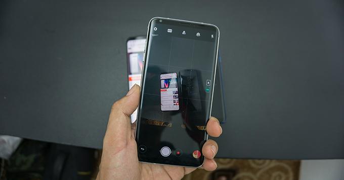 tren-tay-lg-v30-smartphone-hoan-hao-nhat-cua-lg3