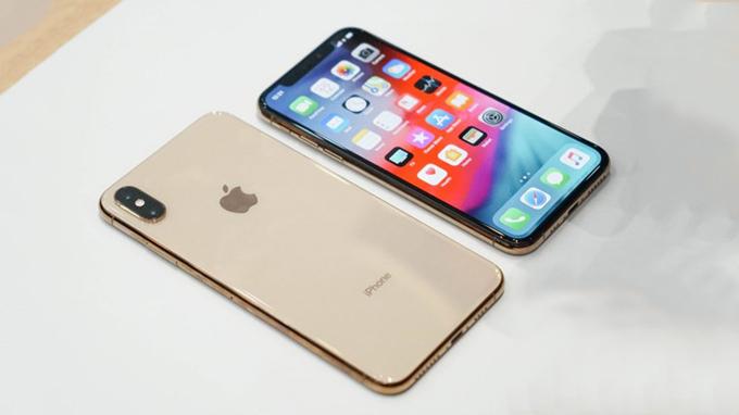 Tro-thanh-nguoi-dau-tien-so-huu-ngay-iPhone-Xs-Max-XTmobile