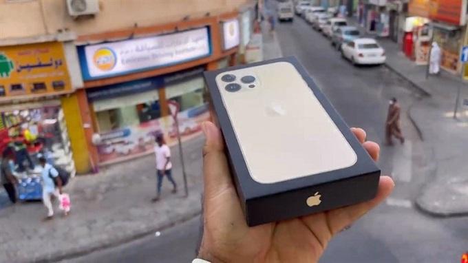 Đập hộp iPhone 13 Pro Max theo phong cách mới